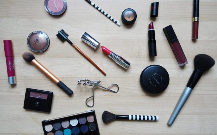 kosmetik lippenstift creme schminke vegan pixabay 2454659