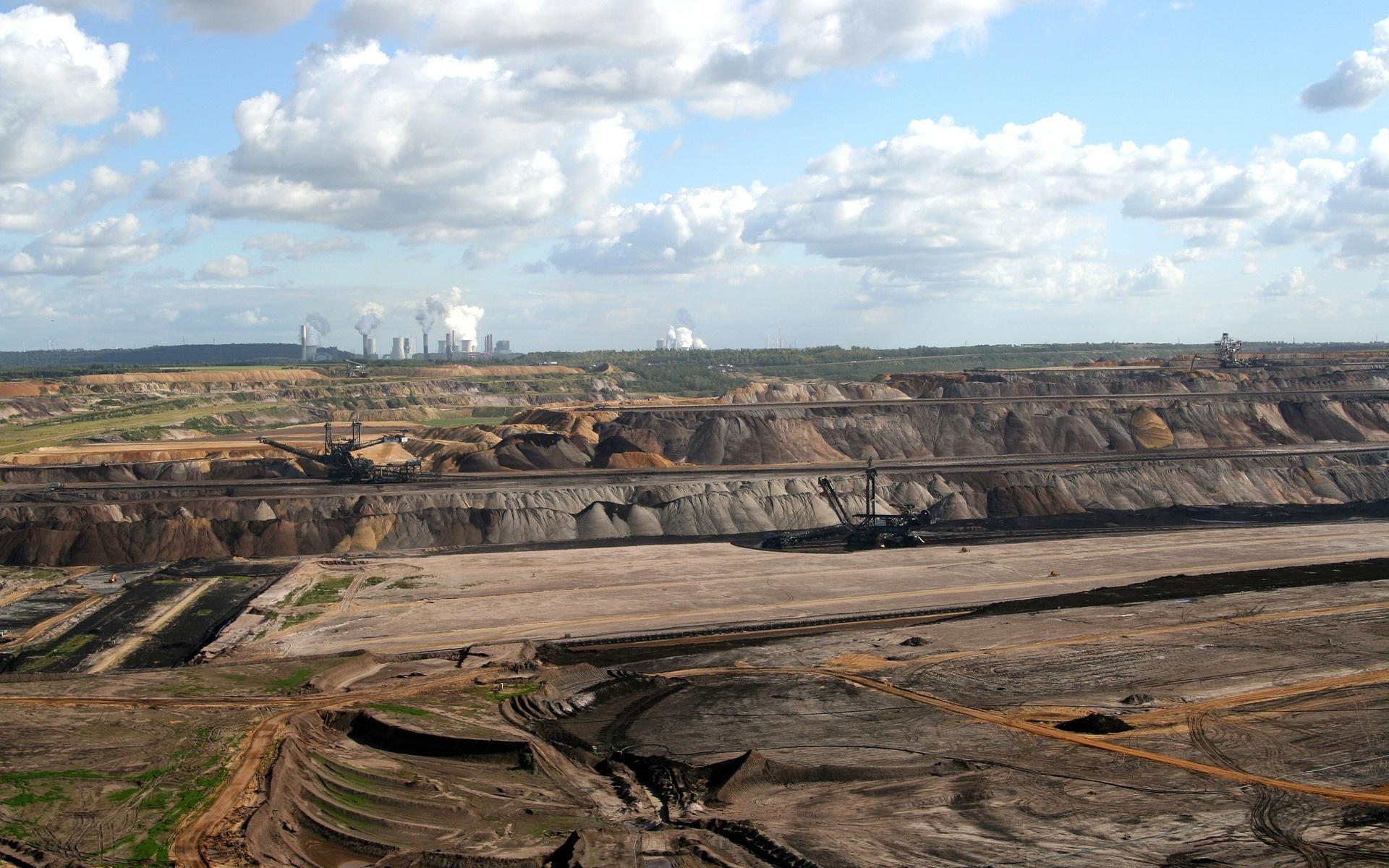 Braunkohle Tagebau Bergwerk Kohleabbau Wüste Vernichtung Klimakiller 111365