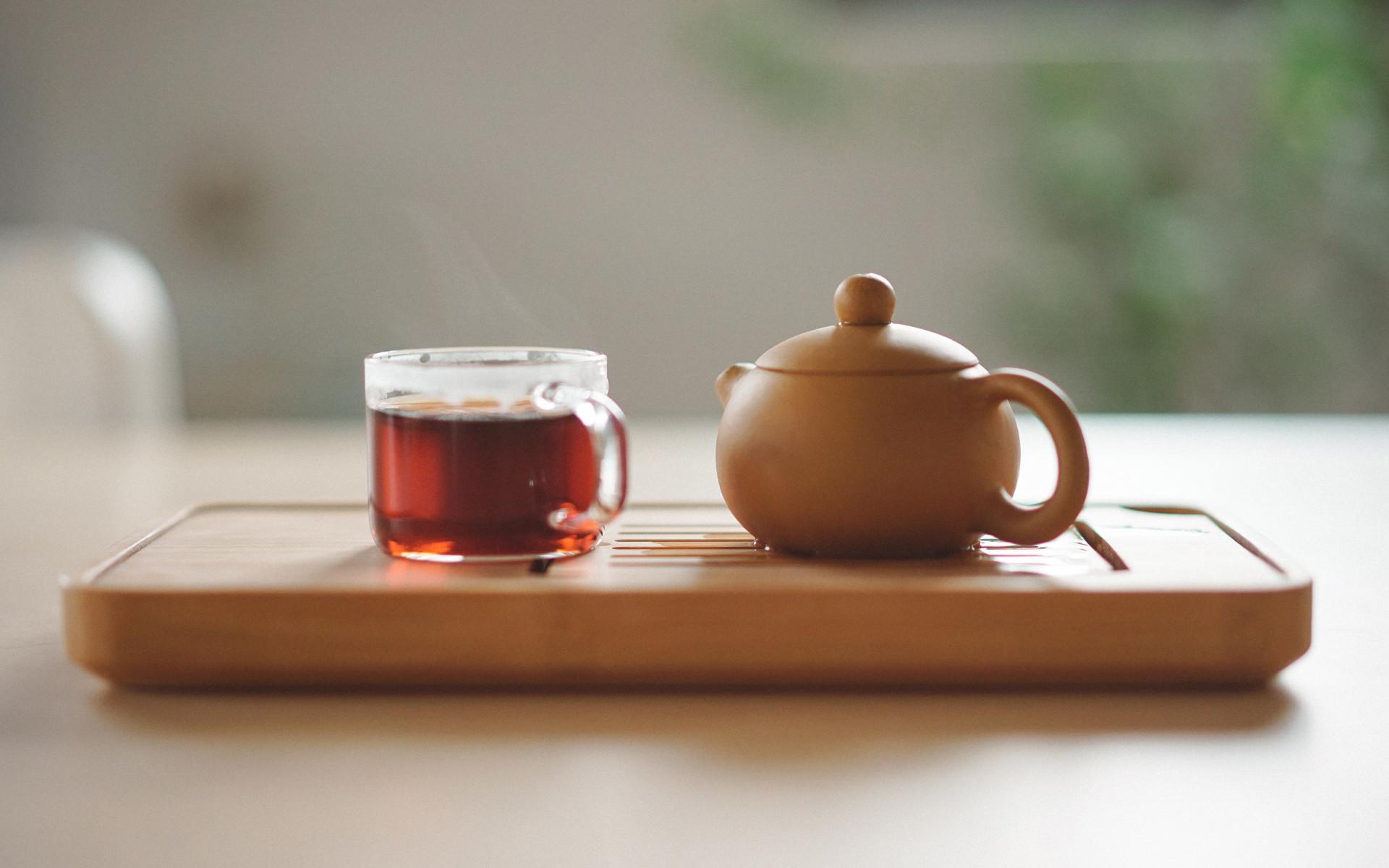 Schwarz-Tee-Kanne-Tasse-Eisen